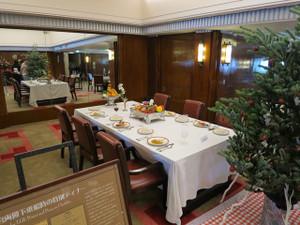 氷川丸-一等食堂の食卓の風景(2)