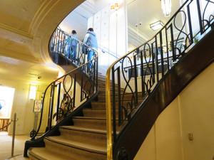 氷川丸-一等食堂から一等読書室・一等社交室に上がる階段