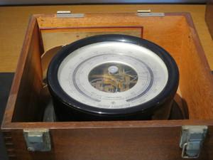 氷川丸-気圧計
