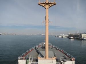 氷川丸-操舵室から船首方向を撮影