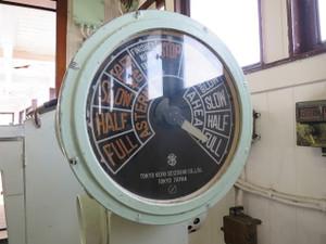 氷川丸-エンジン・テレグラフ 操舵室から機関室へ速度などを指示する機器