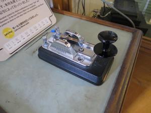 氷川丸-モールス信号器(モールス信号を打電する電鍵)