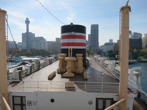 氷川丸-船長室から艦尾方向を撮影(中央は煙突)