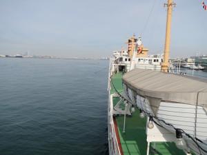 氷川丸-見張用デッキから船首方向を撮影