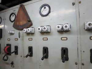 氷川丸-エンジンの操作盤