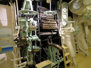 氷川丸-エンジンを操作するための機器
