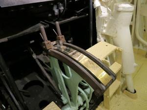 氷川丸-このレバーでエンジンの出力を調整