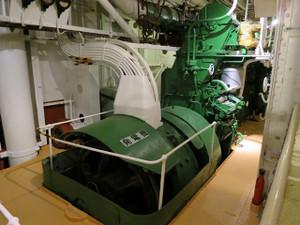 氷川丸-発電機